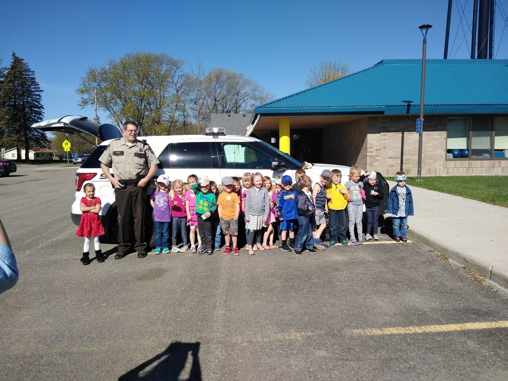 Preschool Students with Stearns County Deputy